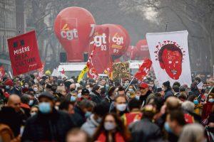 Contravention de participation à une manifestation interdite : extension du domaine de la répression
